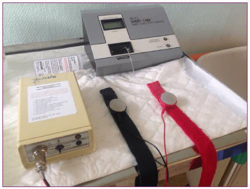 Aparato de estimulación eléctrica y ánodo-cátodo con los discos de pilocarpina
