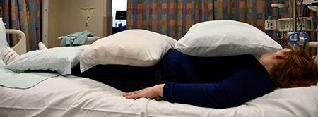 Figura 6. Colocación de almohadas en posición supina